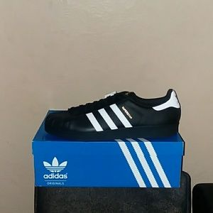 Men's size 18 Adidas shell toes superstar